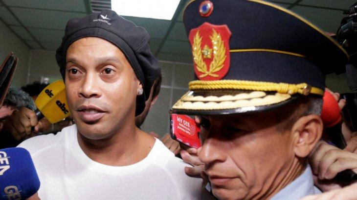Бас прокуратура атақты Роналдиньоны қамау туралы ордер берді