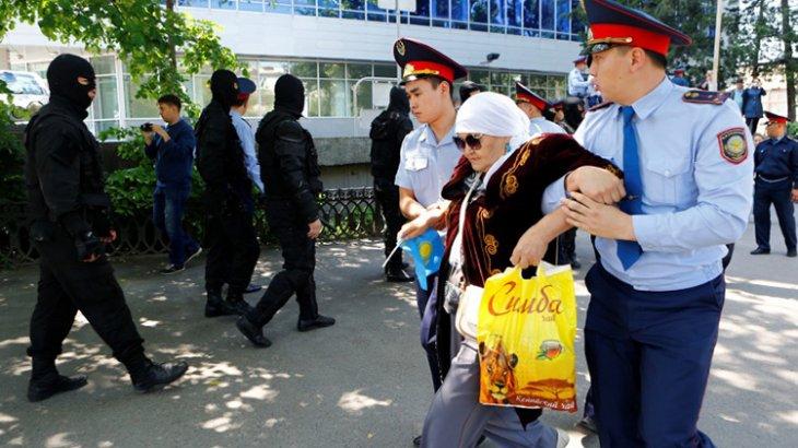 «25 адам митингке шықса, 250 ішкі істер органының адамы бірге жүреді» - Мәжіліс депутаты
