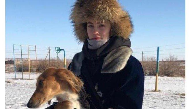 «Менің тазым – алтын қазынам»: қарағандылық орыс қыз өзінің саятшылық өнерін әйелдерге үйретпек