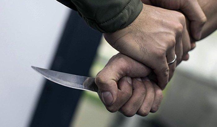 Жамбыл облысында мас адам полиция қызметкеріне пышақ сұғып алды