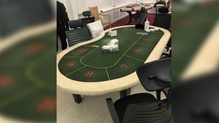 ҰҚК төтенше жағдай режиміне пысқырмастан «жасырын казиноға» барған 30 шақты адамды ұстады