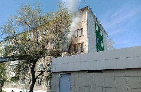Петропавлда бес қабатты үйден өрт шығып, 36 адам эвакуацияланды