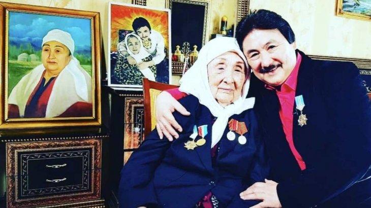 «Анасы бар адамдар ешқашан қартаймайды»: Марат Омаровтың анасы 96 жасында көз жұмды
