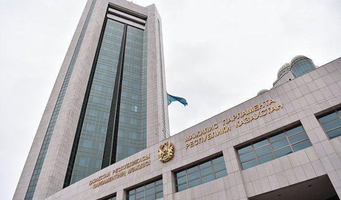 «Митинг» туралы заңның қазақ тіліндегі нұсқасынан 422 қате анықталған