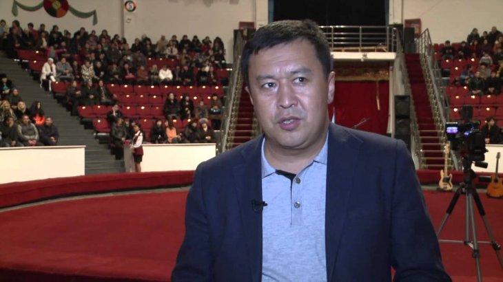 «Жындануға жарты сағат қалды»: Сәбит Әбдіхалықов көпшілікке табыс тіледі
