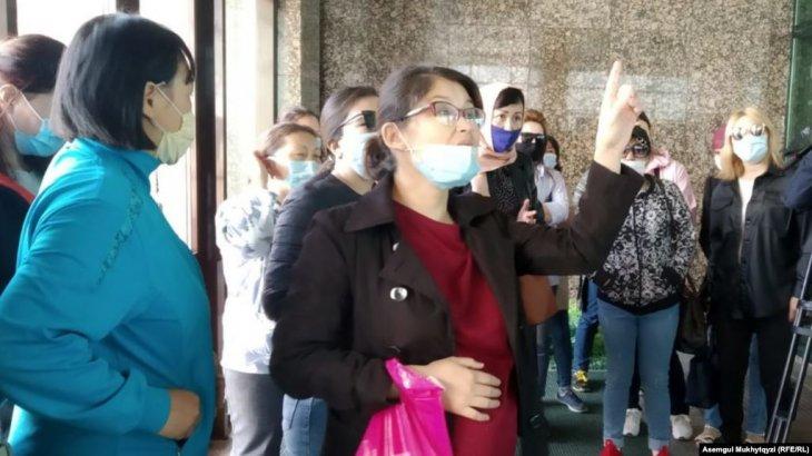 Нұр-Сұлтанда әйелдер «Бақытты отбасы» бағдарламасындағы шектеуге қарсы наразылыққа шықты