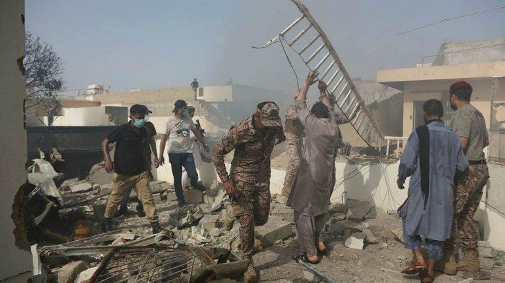 Пәкістандағы ұшақ апаты: жергілікті шенеуніктер 97 адамның қаза болғанын хабарлады