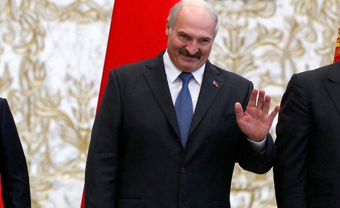 «Ақымақ емеспін ғой»: Лукашенко вирусты жеңгендерін мәлімдеді