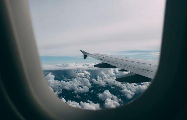 «Бұл енді ең қорқынышты рейс болды»: FlyArystan ұшағы жерге қона алмай бір сағаттай көкте айналып жүрген (ВИДЕО)