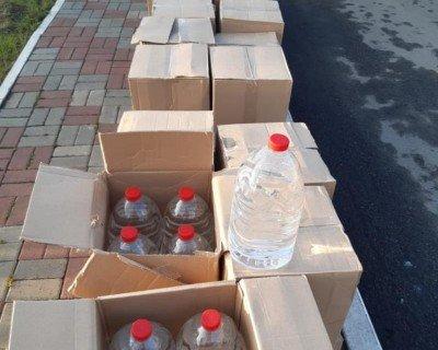 Қостанай облысында 5 литрлік ыдыстарға құйылған мың литр қолдан жасалған арақ тәркіленді