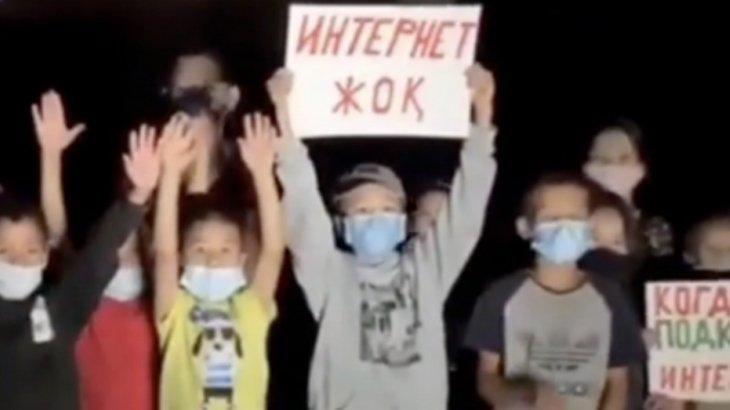 «Интернет жоқ»: Қаскелең оқушылары Тоқаевтан көмек сұрап, үндеу жасады (ВИДЕО)