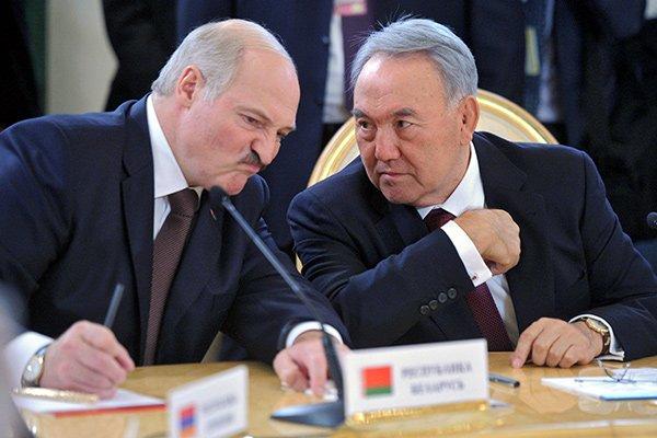 «Қане, Саша, аздап алып жібермедік пе?»: Лукашенко өзін ішімдік ішуге Назарбаев «азғыратынын» айтты