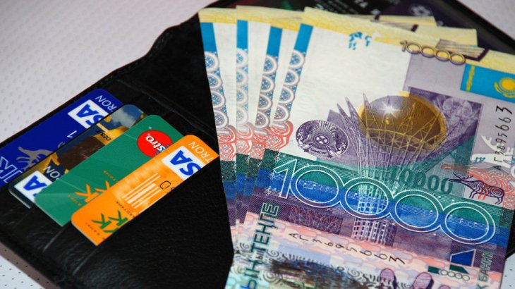 ШҚО-да банк менеджері тұтынушыларынан 4,5 млн теңге қаржы жымқырған