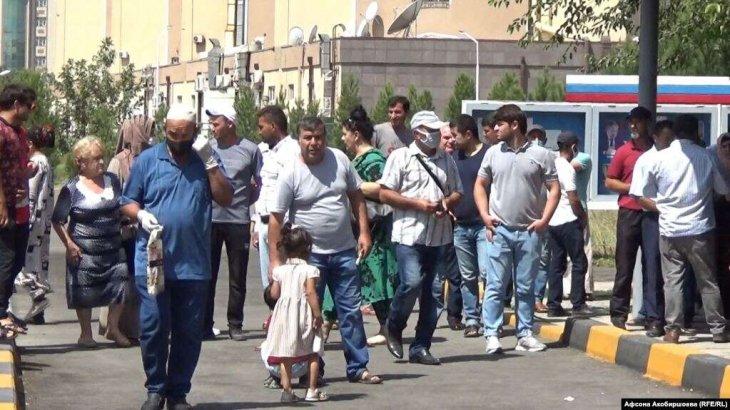 Ресей азаматтары бірнеше айдан бері Тәжікстаннан елдеріне қайта алмай жүр