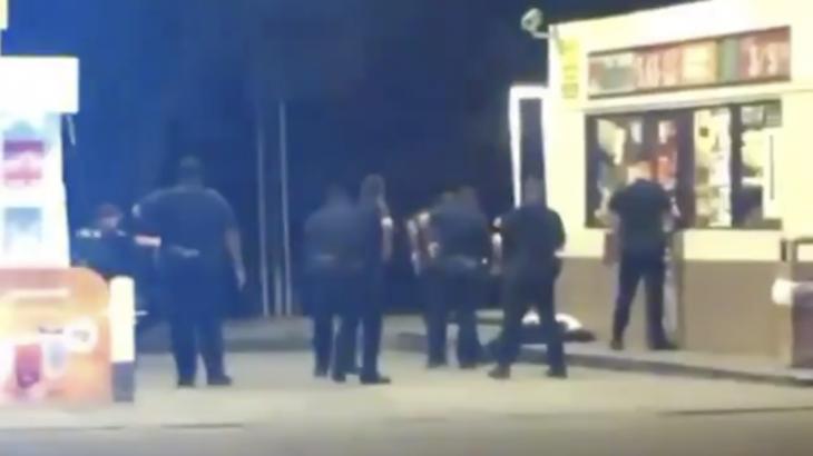 АҚШ полицейлері тағы бір қара нәсілді жігітті атып өлтірді (ВИДЕО)