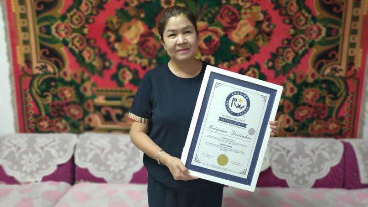 Қытайдағы қазақ қызы ерекше шеберлігімен Гиннестің рекордтар кітабына енді