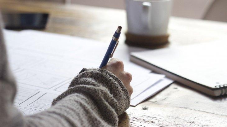 «Осы дұрыс оқу ма?»: ата-аналар оқудың алғашқы күнінен онлайн білім алуға шағымданып жатыр