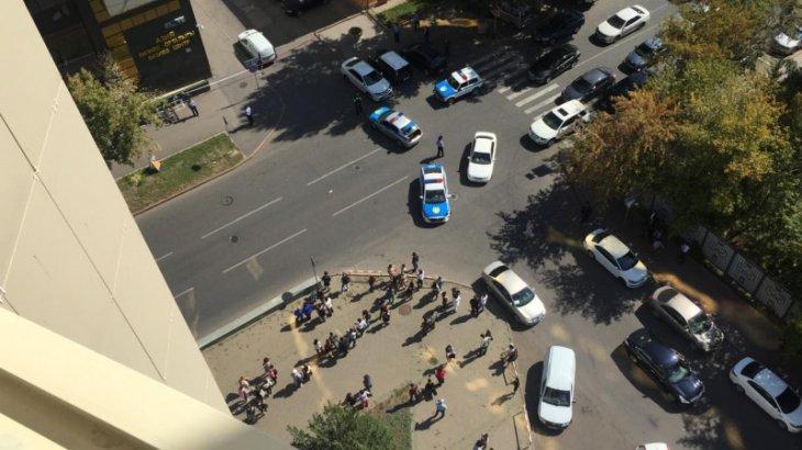 Елорда полицейлері Израиль елшілігін қоршауға алды