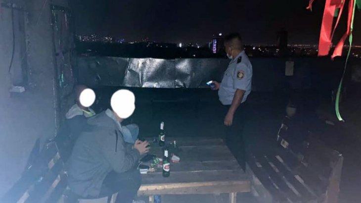 Алматылық тұрғын көпқабатты үйдің төбесінде дискотека ұйымдастырғандардың үстінен шағымданды