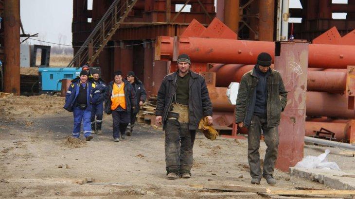 «14,2 млн теңге айыппұл салынды»: Атырауда жұмысшының құқығын таптау фактілері жиілеген