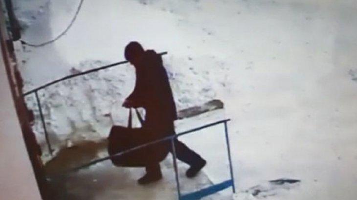 «Мәйітті балконда сақтаған»: Рудныйда екі әйелді бауыздап өлтірген азамат өмір бойына бас бостандығынан айырылды