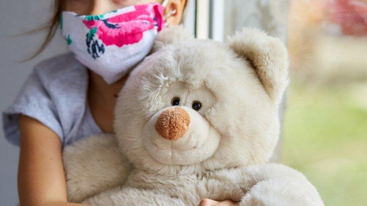 Кавасакиге ұқсас синдроммен ауыратын 2 бала көз жұмды