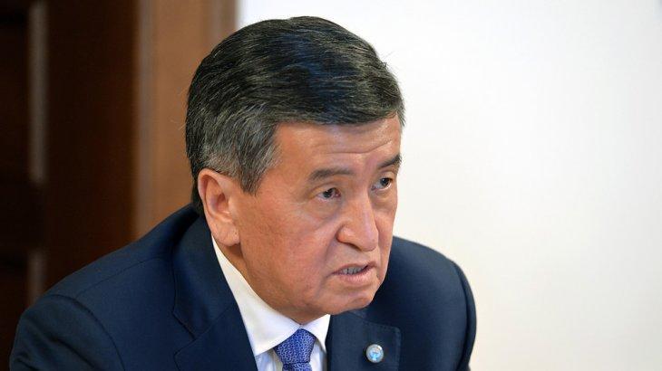 Жээнбеков парламенттің жаңа спикерімен импичмент мәселесін талқылады