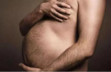 Ресейде дәрігер ер адамды «жүкті» деп танып, гинекологқа жолдама берген
