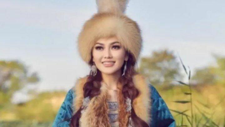 Қазақтың ұлттық киімін киген әнші Ерке Есмахан елді таңырқатты (ФОТО)