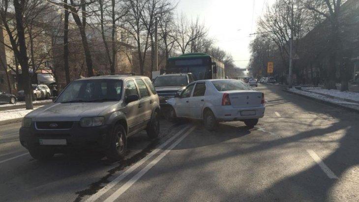 «Рөлде есінен танған»: Алматыда ірі жол апаты болды