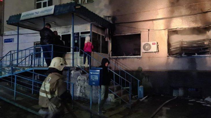 Кентау қаласында орналасқан «Қазпошта» отқа оранды