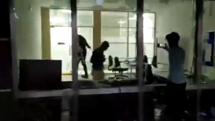 Үндістанның жұмысшылары Iphone шығаратын зауытты қиратып тастады