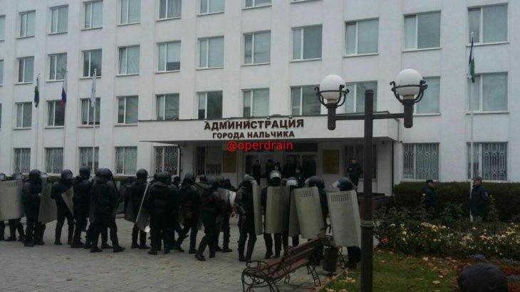 Балқарлар дума депутаты Никоновтың даулы мәлімдемесінен кейін ереуілге шықты
