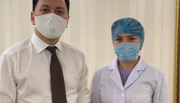 Президенттің көмекшісі Ерлан Қарин Қазақстанда жасалған коронавирусқа қарсы вакцинаны салдырды