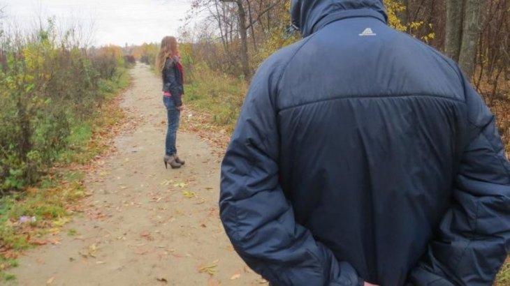 Павлодар облысында отбасылы ер адам қыздың қыр соңынан қалмай мазалаған