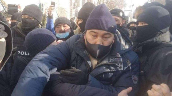 «Жанболат Мамай деген боқмұрын кім?!»: Ермахан Ибраимов сайлау күнгі митингіге қатысты пікір білдірді