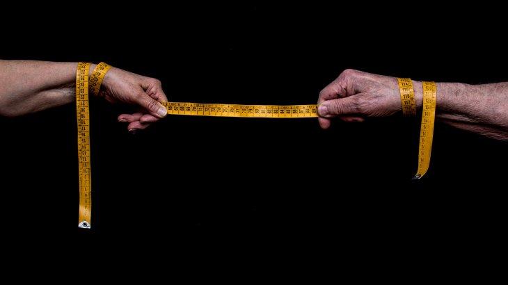 Ғалымдар әлеуметтік арақашықтықты 3 метрге дейін арттыруды ұсынды