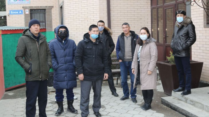 Қарабатан жұмысшылары жалақысын бермей жүрген басшылыққа наразылық білдірді