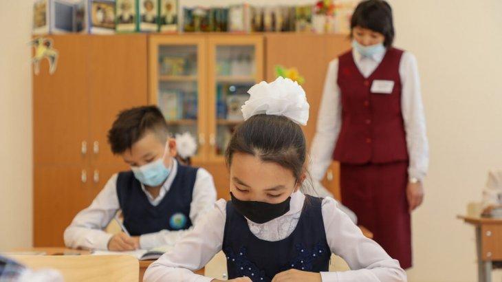 Атырау облысында оқушылар дәстүрлі оқыту форматына көшті
