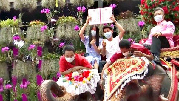 Таиландта 52 жұп бір мезетте отау құрды