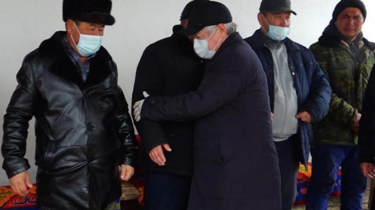 Сапарбаев өрттен қаза болған 5 баланың шаңырағына барды