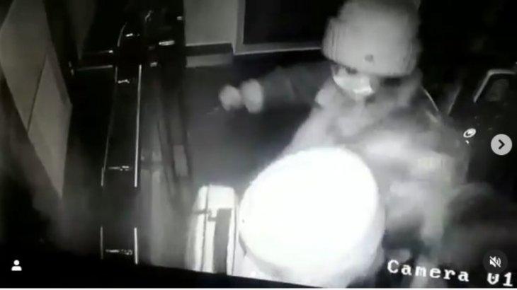 Елордалық екі әйел лифтіде маска тақпаған келіншекті жабылып ұрған (ВИДЕО)
