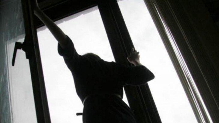 Қызылордада 14 жастағы қыз бесінші қабаттан секіріп кетті