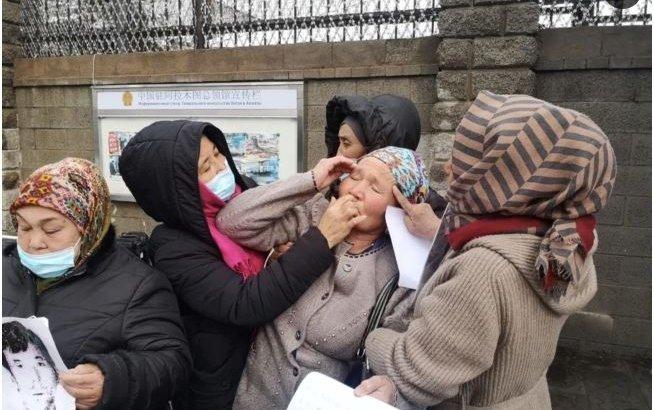 Қытай консулдығы алдында акция өткізіп жүргендердің денсаулығы сыр бере бастады
