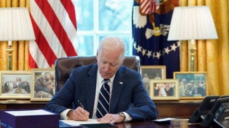 АҚШ президенті әрбір америкалыққа 1,4 мың доллар төлемек