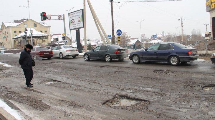 «Масқара!»: Шымкентте Қонаев даңғылы қирап жатыр (ФОТО)