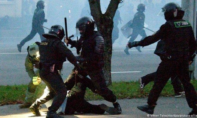 Беларусьте наразылық акциясы кезінде 200-ден астам адам ұсталды