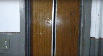 Өскеменде ер адам лифтке қысылып, жазатайым көз жұмды