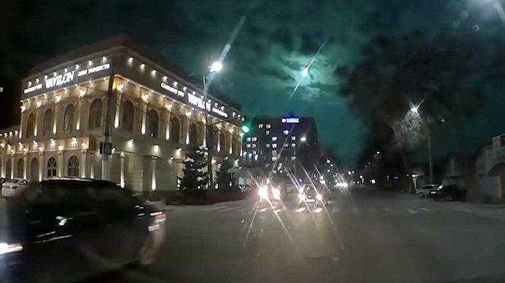 «Күн шыққандай жарық болып кетті»: Шу аспанында метеорит жарылды