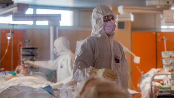 Елімізде коронавирус жұқтырғандар саны 300 мыңнан асты